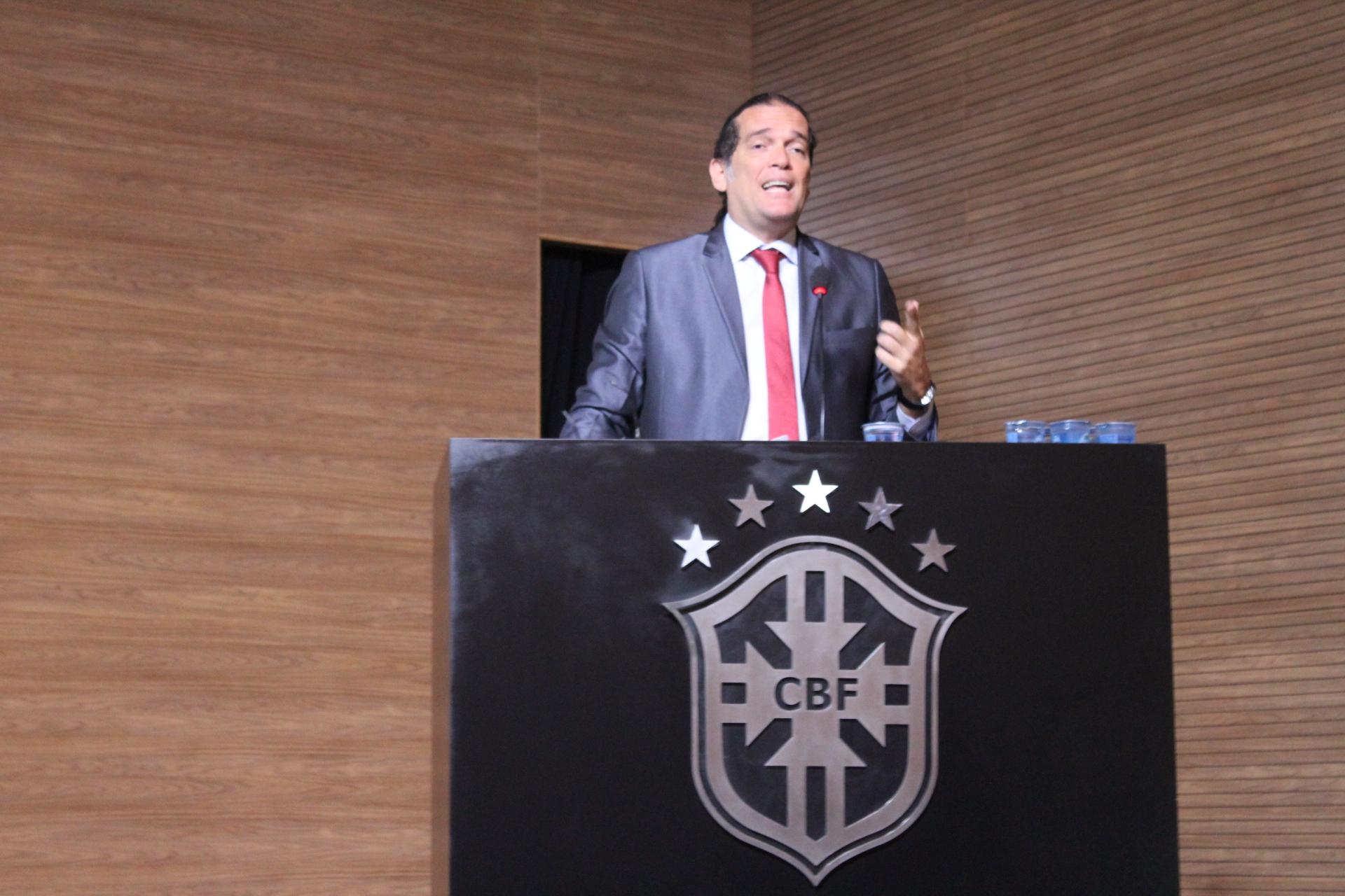 Cruz Vermelha Brasileira participa de seminário na CBF (2)