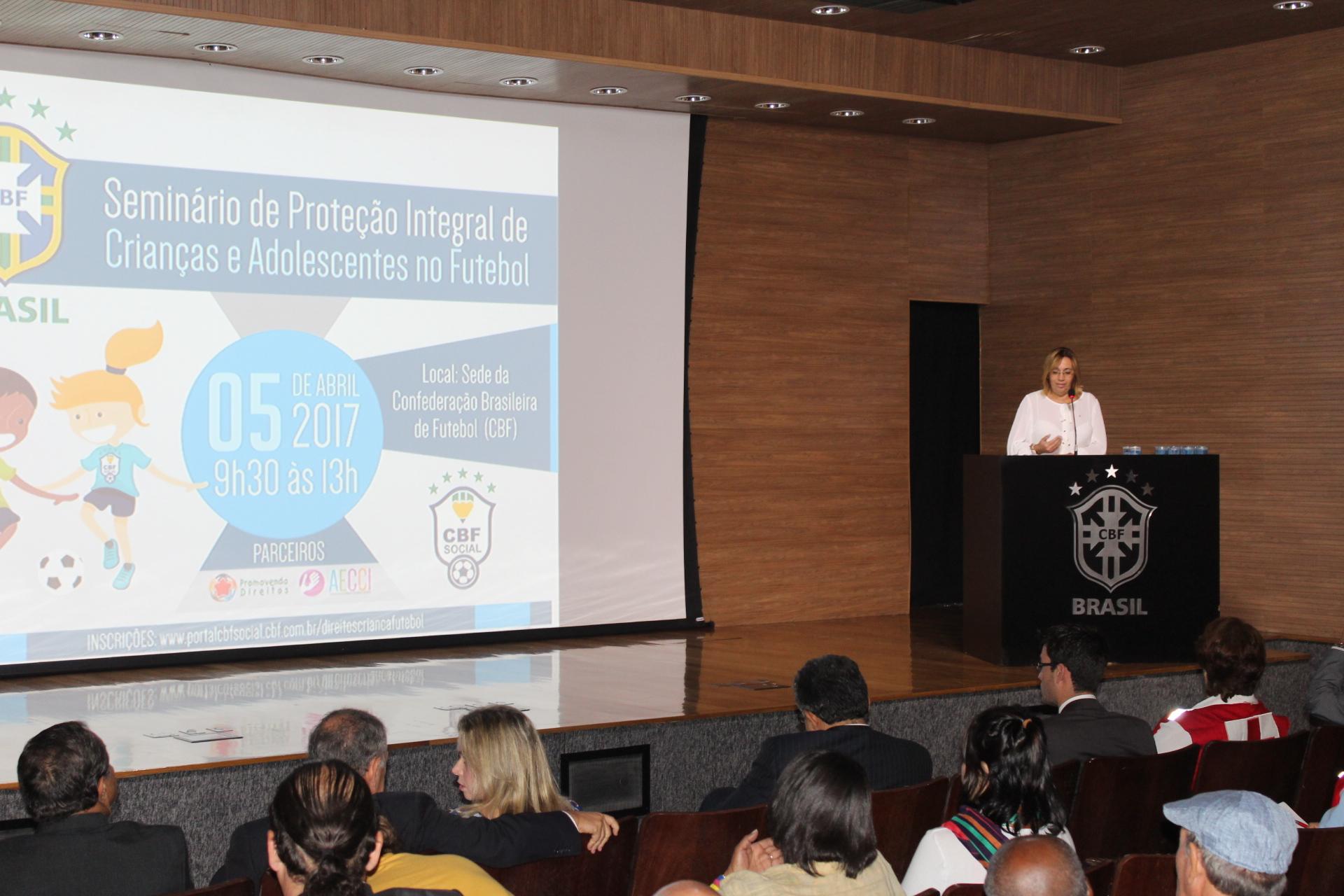 Cruz Vermelha Brasileira participa de seminário na CBF (4)