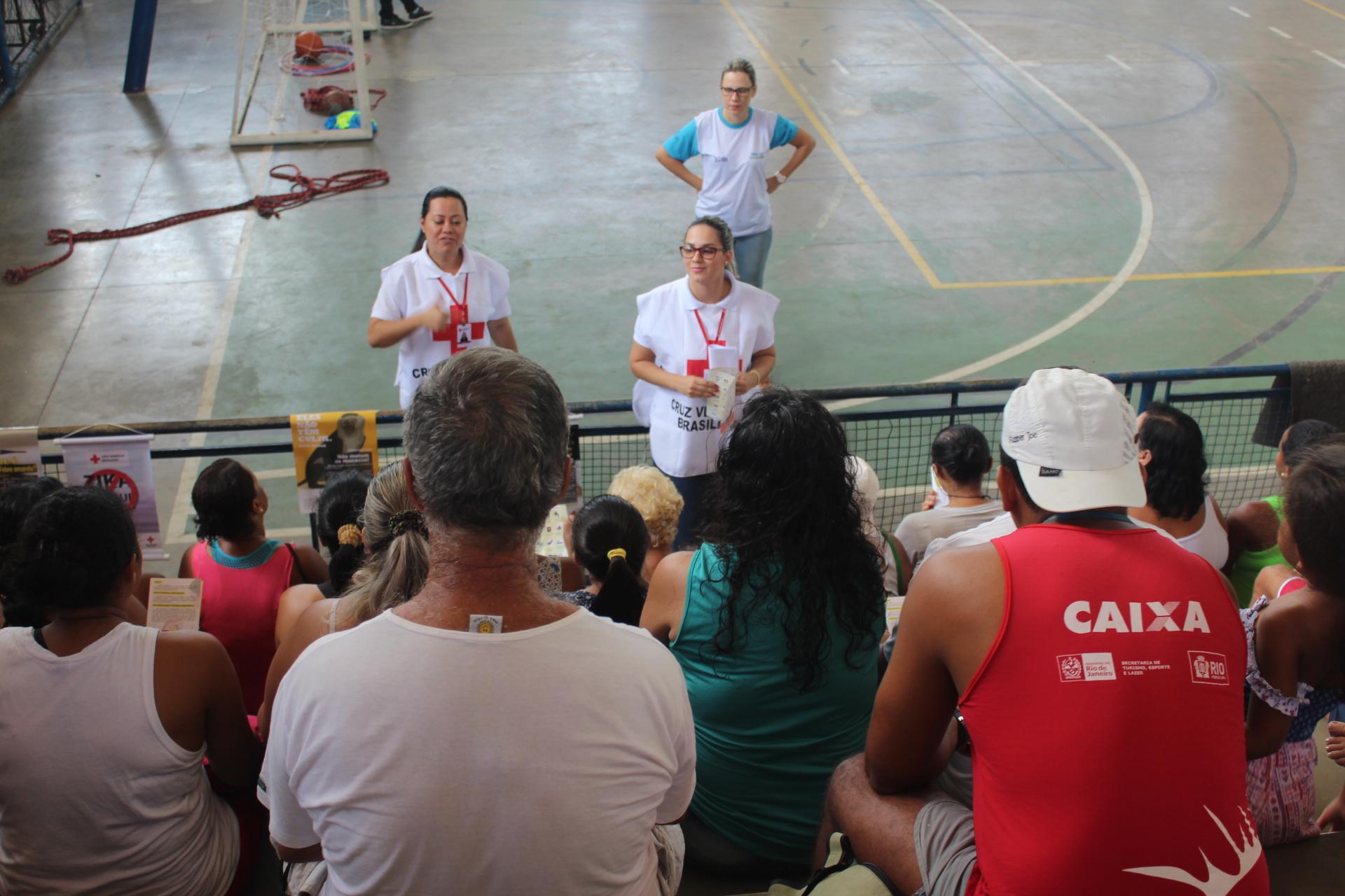 Cruz Vermelha Brasileira faz ação de combate à febre amarela no Complexo da Maré (1)
