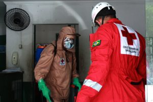 Voluntários da CVB/CE realizaram desinfecção de locais públicos na cidade de Itapajé.